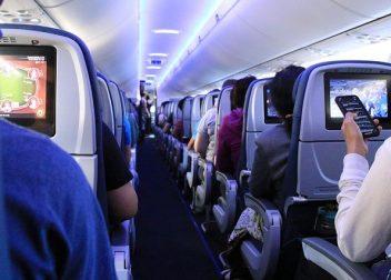 Cabine van een vliegtuig tijdens een vliegreis - Vriendenprijsreizen