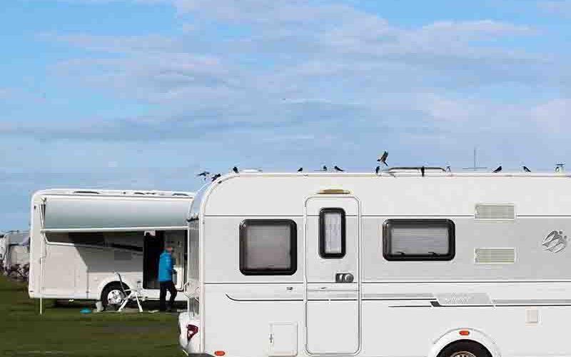 Caravan op de camping - kamperen