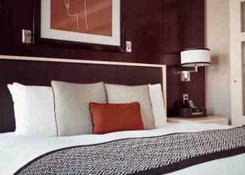 Kingsize bed voor een luxe hotelovernachting in Nederland - Vriendenprijsreizen